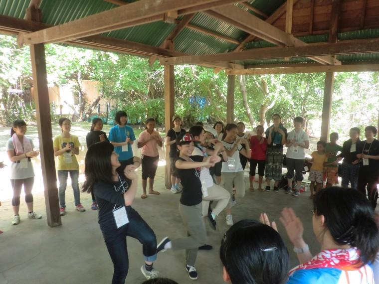 2カンボジアの遊びで盛り上がりました